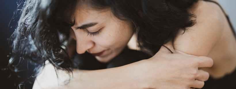Comment gérer la crise d'angoisse grâce à la sophrologie. Stéphanie Grosieux, thérapeute holistique